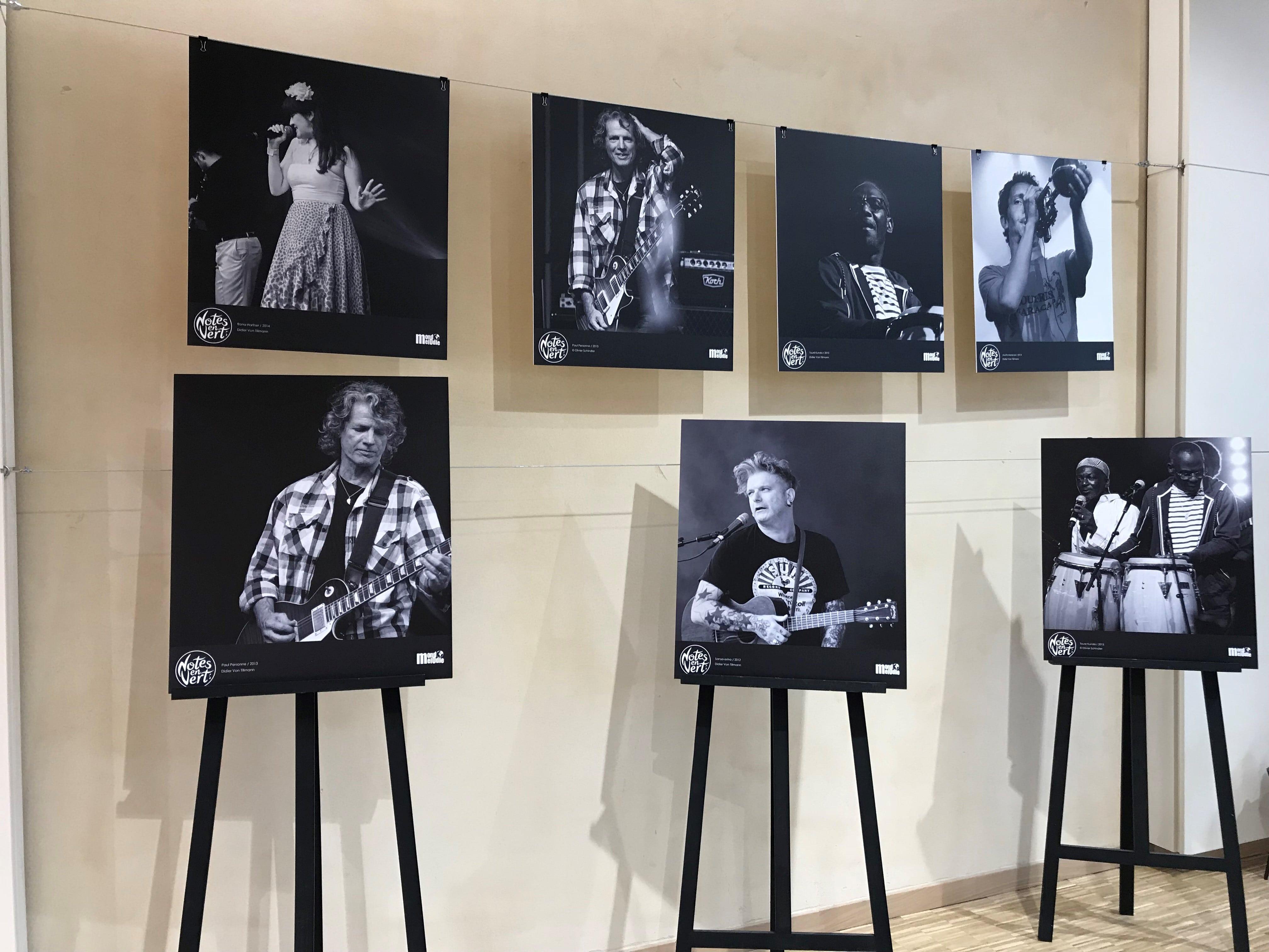 exposition de photos dans le hall du BiO'Pôle de Léa près de La Rochelle
